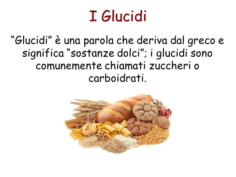 I Glucidi Glucidi è una parola che deriva dal greco e significa sostanze dolci; i glucidi sono comunemente chiamati zuccheri o carboidrati.