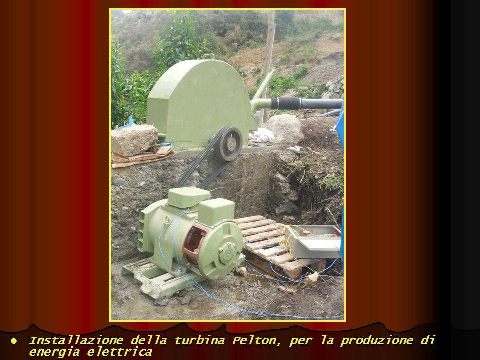 Installazione della turbina Pelton, per la produzione di energia elettrica Installazione della turbina Pelton, per la produzione di energia elettrica