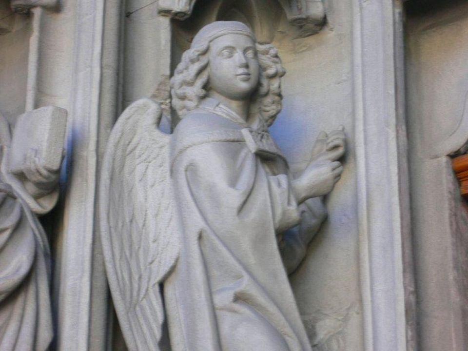 San Pietro Canisio trascorse buona parte della sua vita a contatto con le persone socialmente più importanti del suo tempo ed esercitò un influsso speciale con i suoi scritti.