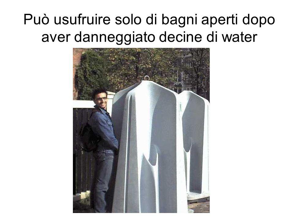 Può usufruire solo di bagni aperti dopo aver danneggiato decine di water