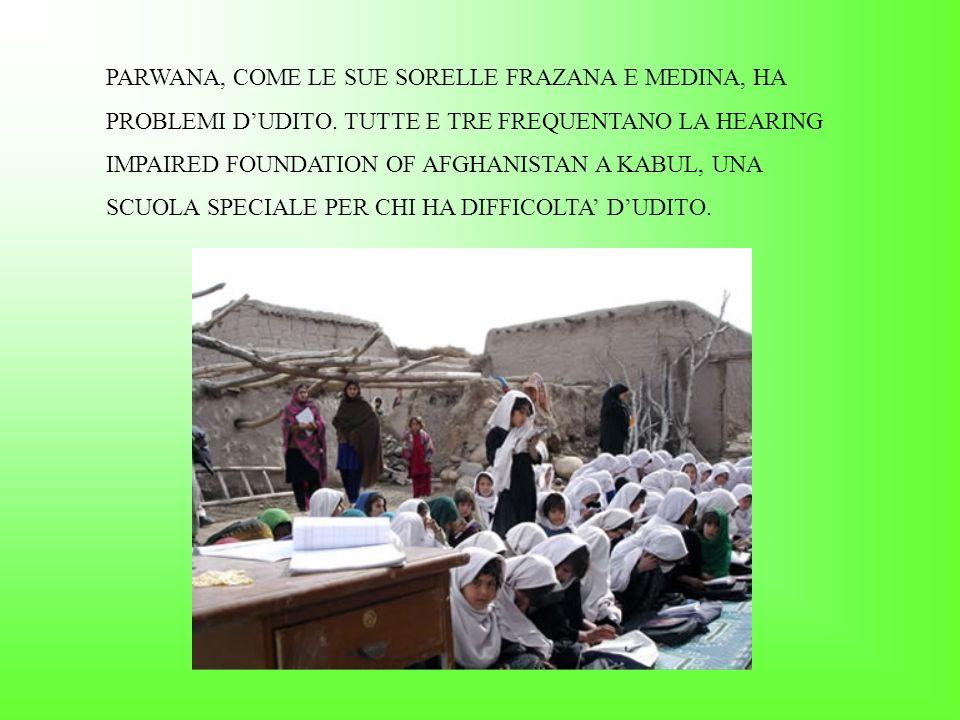 STUDENTI CHE GIOCANO DURANTE LA RICREAZIONE NELLA SCUOLA DI MALUALBAB SUPPORTATA DA SAVE THE CHILDREN.