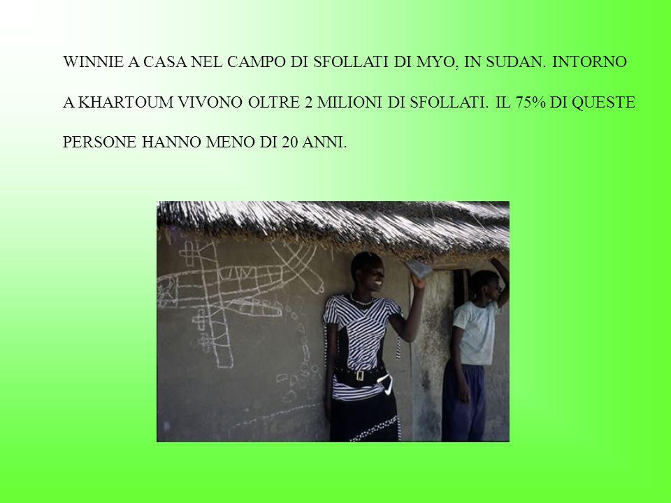SERGE, 13 ANNI, E RIUSCITO A FUGGIRE E OGGI RICEVE UNEDUCAZIONE AL CENTRO DI TRANSITO PER RAGAZZI SOSTENUTO DA SAVE THE CHILDREN A GOMA, NELLA REPUBBLICA DEMOCRATICA DEL CONGO.