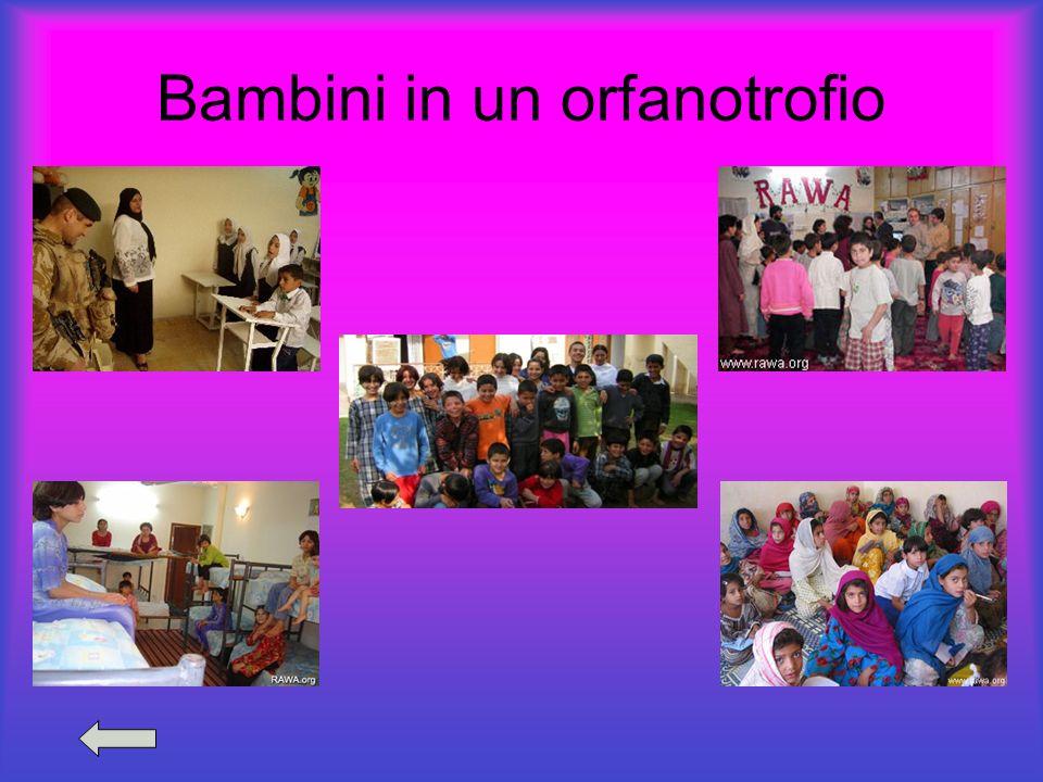 Bambini in un orfanotrofio