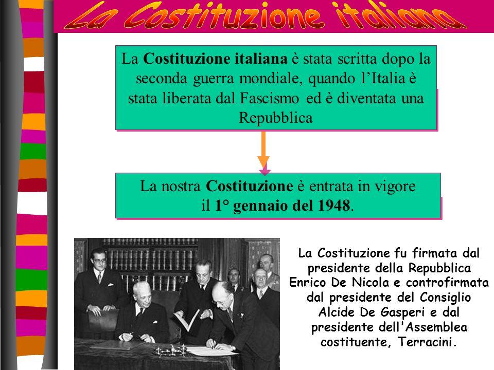 La Costituzione italiana è stata scritta dopo la seconda guerra mondiale, quando lItalia è stata liberata dal Fascismo ed è diventata una Repubblica L