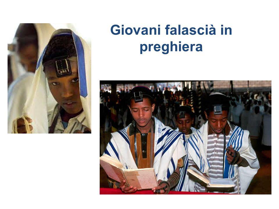 Giovani falascià in preghiera