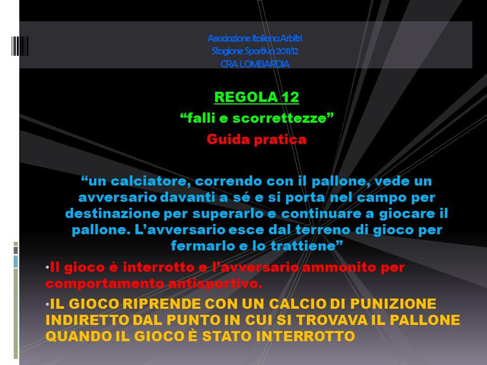 REGOLA 12 falli e scorrettezze Guida pratica un calciatore, correndo con il pallone, vede un avversario davanti a sé e si porta nel campo per destinaz