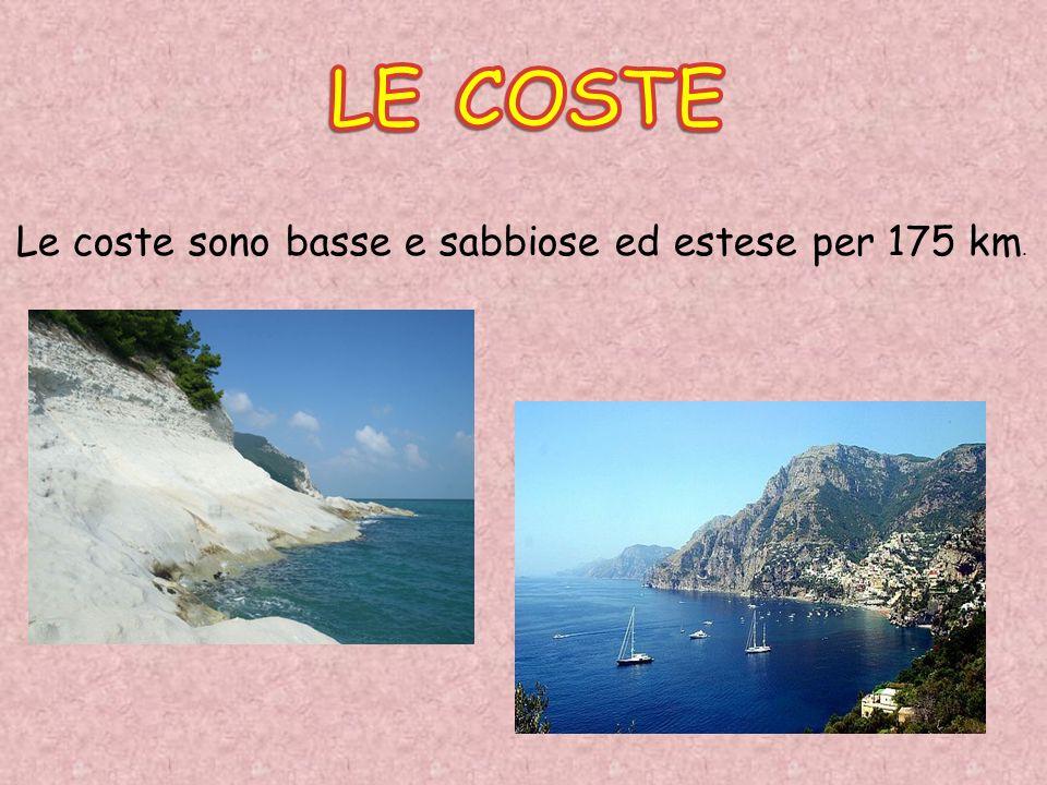 Le coste sono basse e sabbiose ed estese per 175 km.