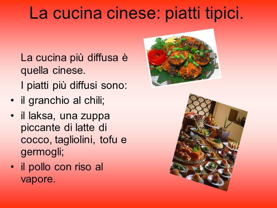 La cucina cinese: piatti tipici. La cucina più diffusa è quella cinese. I piatti più diffusi sono: il granchio al chili; il laksa, una zuppa piccante