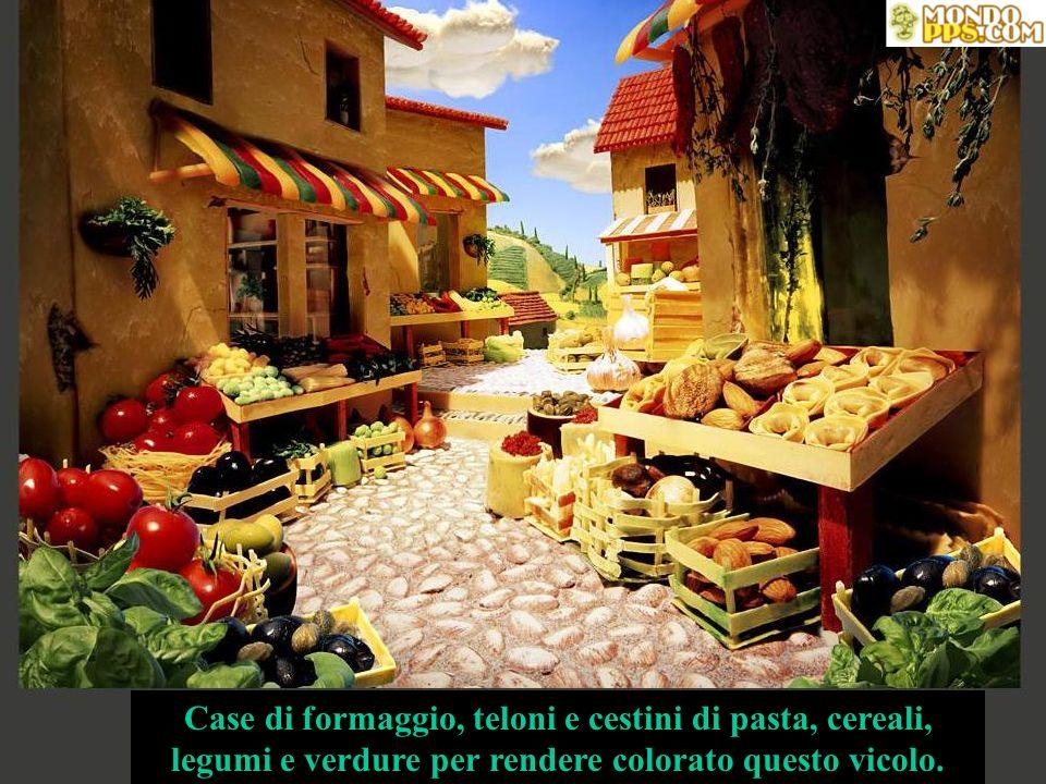 Case di formaggio, teloni e cestini di pasta, cereali, legumi e verdure per rendere colorato questo vicolo.
