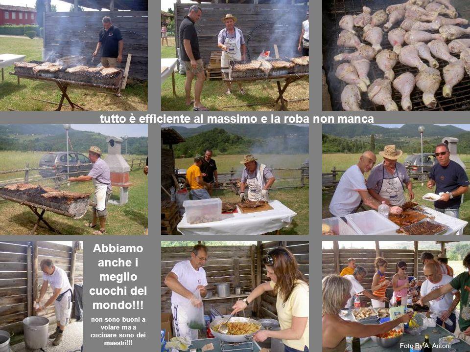 tutto è efficiente al massimo e la roba non manca Abbiamo anche i meglio cuochi del mondo!!! non sono buoni a volare ma a cucinare sono dei maestri!!!