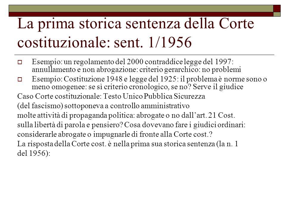 La prima storica sentenza della Corte costituzionale: sent. 1/1956 Esempio: un regolamento del 2000 contraddice legge del 1997: annullamento e non abr