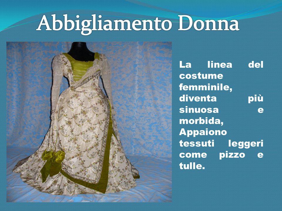 La linea del costume femminile, diventa più sinuosa e morbida, Appaiono tessuti leggeri come pizzo e tulle.