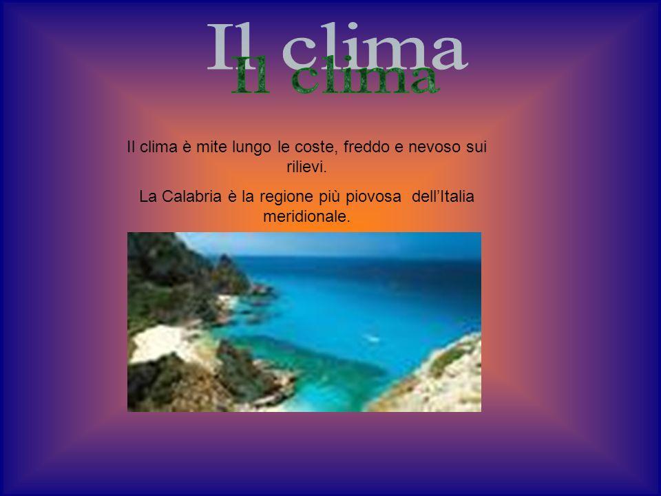 Il clima è mite lungo le coste, freddo e nevoso sui rilievi. La Calabria è la regione più piovosa dellItalia meridionale.