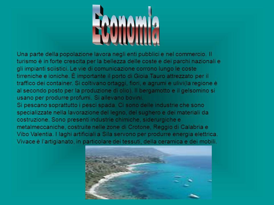 Una parte della popolazione lavora negli enti pubblici e nel commercio. Il turismo è in forte crescita per la bellezza delle coste e dei parchi nazion