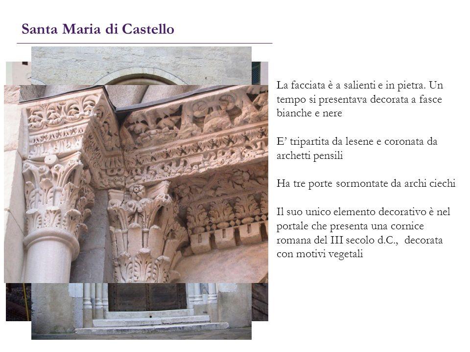 Santa Maria di Castello La facciata è a salienti e in pietra. Un tempo si presentava decorata a fasce bianche e nere E tripartita da lesene e coronata