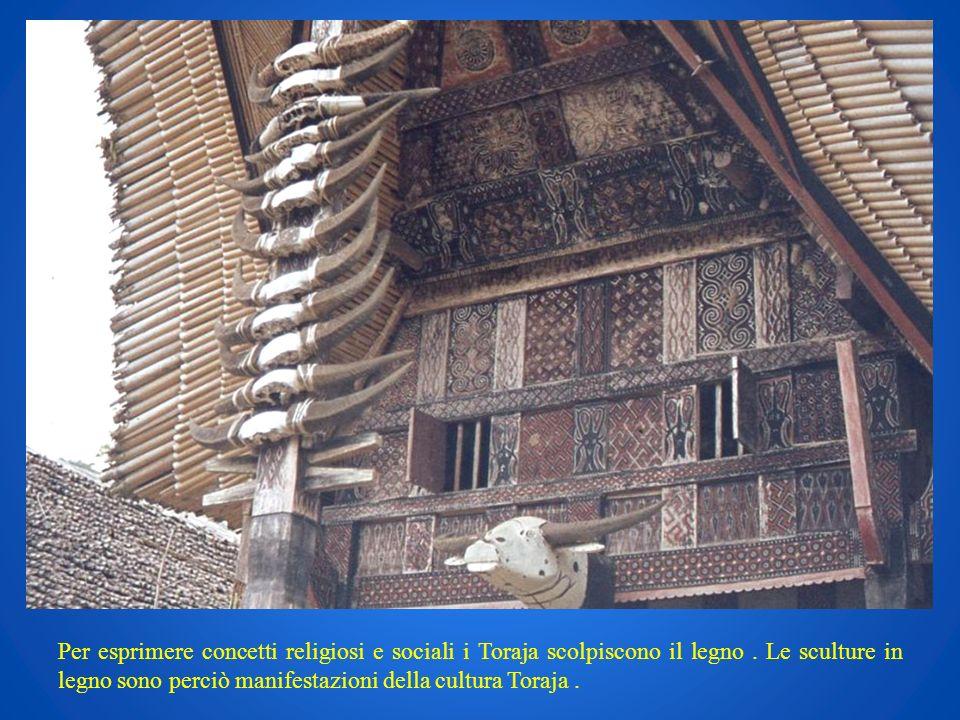 Per esprimere concetti religiosi e sociali i Toraja scolpiscono il legno. Le sculture in legno sono perciò manifestazioni della cultura Toraja.
