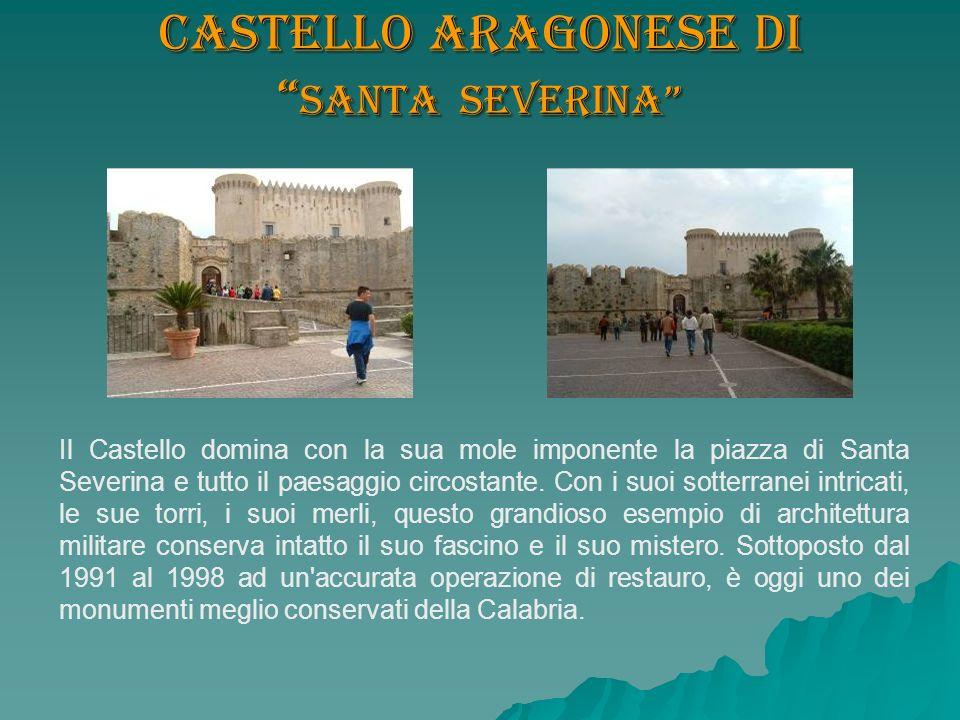 Castello aragonese di Santa Severina Il Castello domina con la sua mole imponente la piazza di Santa Severina e tutto il paesaggio circostante. Con i