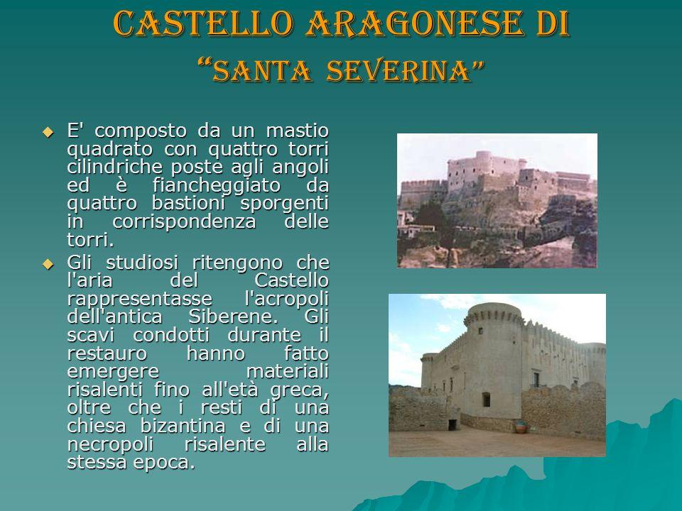 Castello aragonese di Santa Severina E' composto da un mastio quadrato con quattro torri cilindriche poste agli angoli ed è fiancheggiato da quattro b