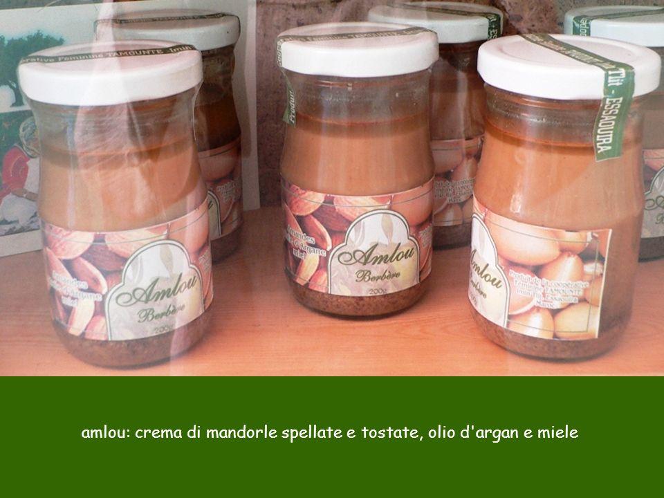 amlou: crema di mandorle spellate e tostate, olio d'argan e miele