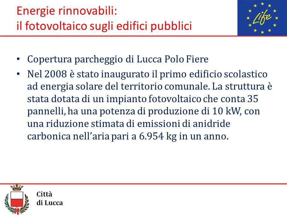 Energie rinnovabili: il fotovoltaico sugli edifici pubblici Copertura parcheggio di Lucca Polo Fiere Nel 2008 è stato inaugurato il primo edificio sco