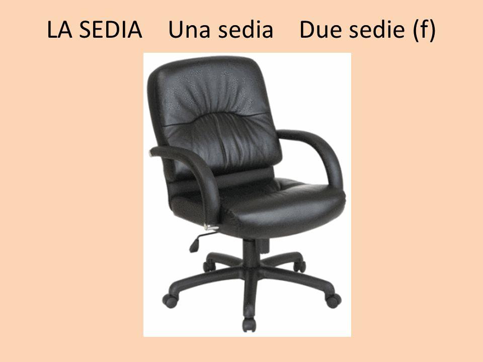 LA SEDIA Una sedia Due sedie (f)