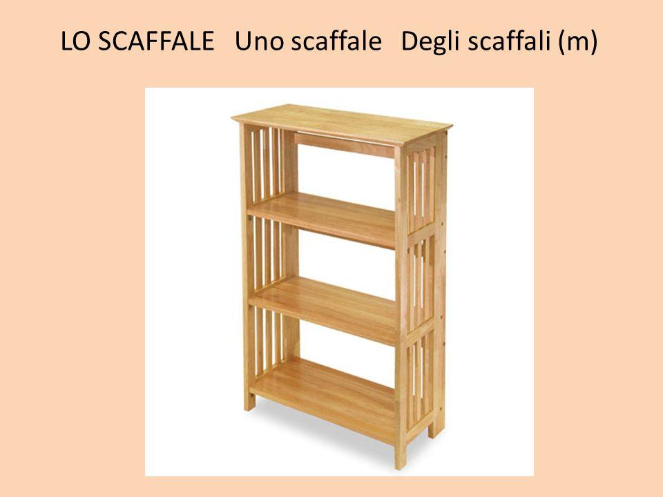 LO SCAFFALE Uno scaffale Degli scaffali (m)