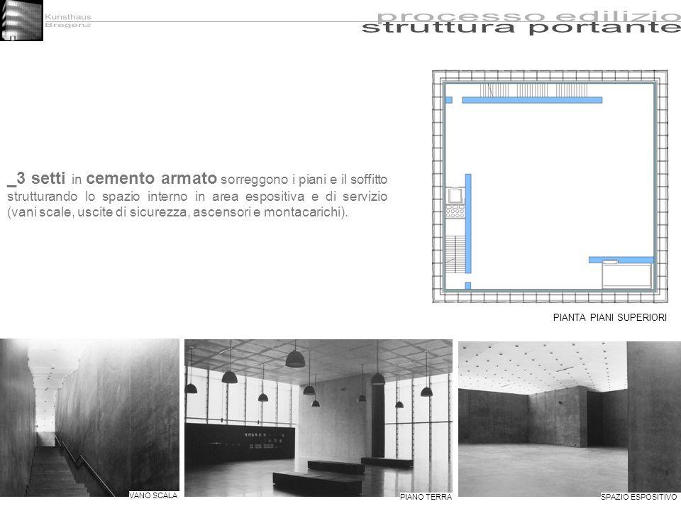 _3 setti in cemento armato sorreggono i piani e il soffitto strutturando lo spazio interno in area espositiva e di servizio (vani scale, uscite di sic