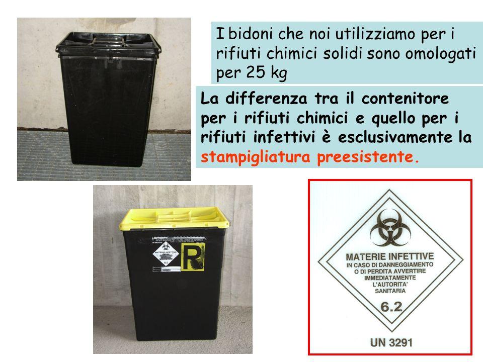 I bidoni che noi utilizziamo per i rifiuti chimici solidi sono omologati per 25 kg La differenza tra il contenitore per i rifiuti chimici e quello per i rifiuti infettivi è esclusivamente la stampigliatura preesistente.