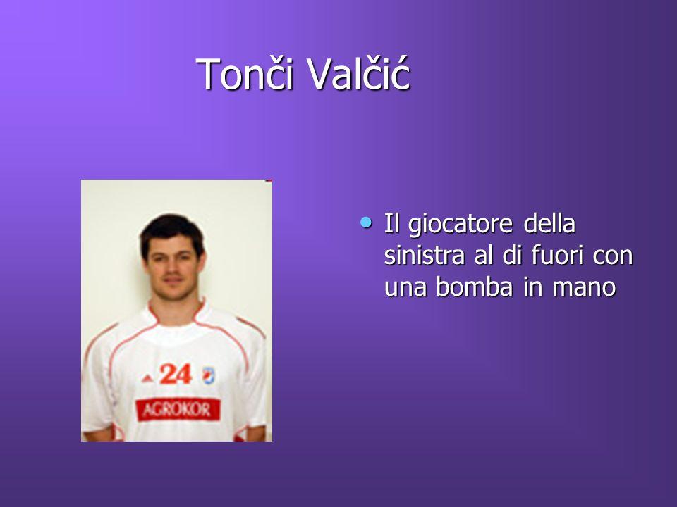 Tonči Valčić Tonči Valčić Il giocatore della sinistra al di fuori con una bomba in mano Il giocatore della sinistra al di fuori con una bomba in mano