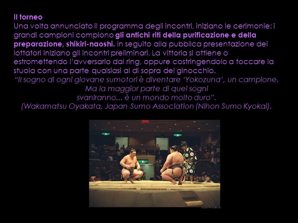 Il torneo Una volta annunciato il programma degli incontri, iniziano le cerimonie: i grandi campioni compiono gli antichi riti della purificazione e d