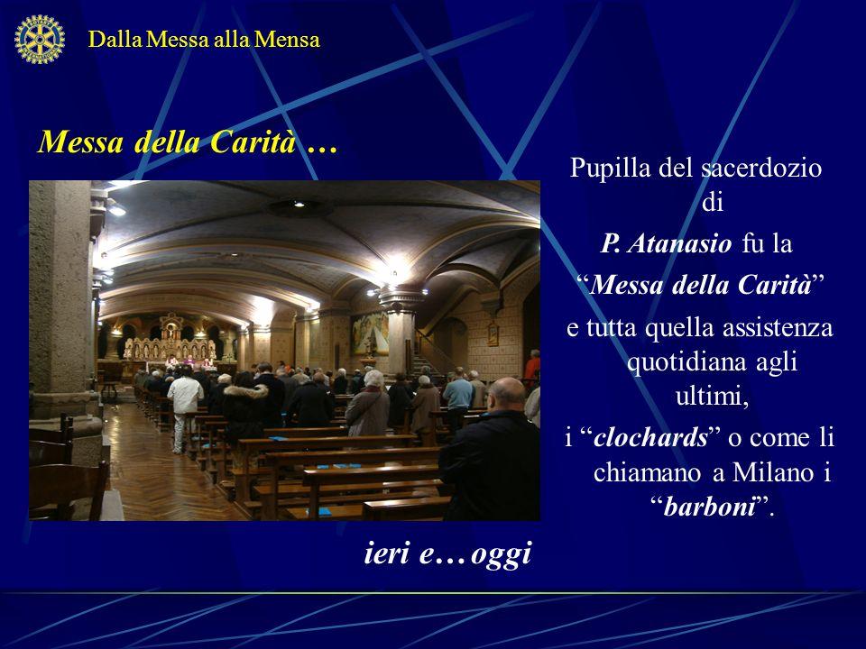 La Messa Padre Giulio celebra la Messa della Carità prima di andare alla mensa.