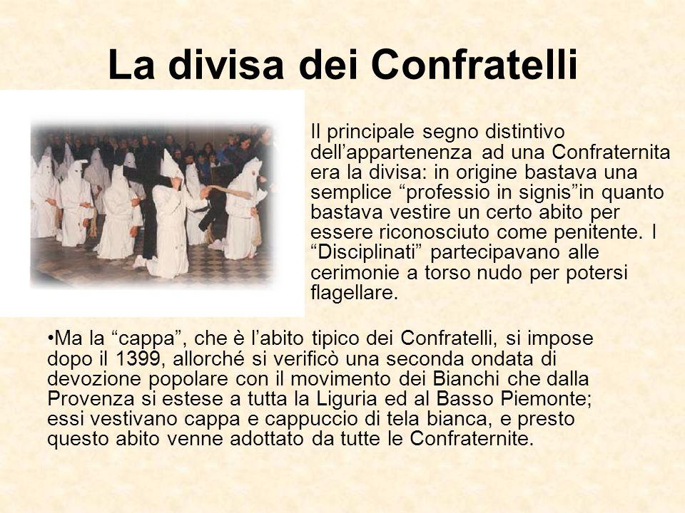 La divisa dei Confratelli Il principale segno distintivo dellappartenenza ad una Confraternita era la divisa: in origine bastava una semplice professi