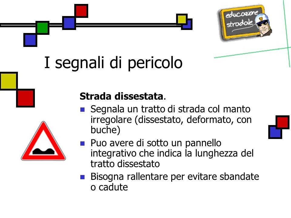I segnali di pericolo Ponte mobile Segnala la presenza di un ponte mobile Il segnale può essere integrato con una tabella indicante gli orari di funzionamento o di manovra del ponte Possono essere presenti due luci che se lampeggianti indicano lo stop