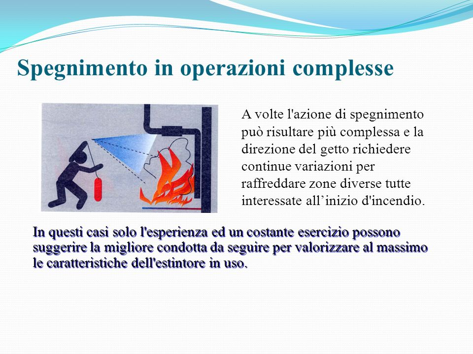Spegnimento in operazioni complesse A volte l'azione di spegnimento può risultare più complessa e la direzione del getto richiedere continue variazion