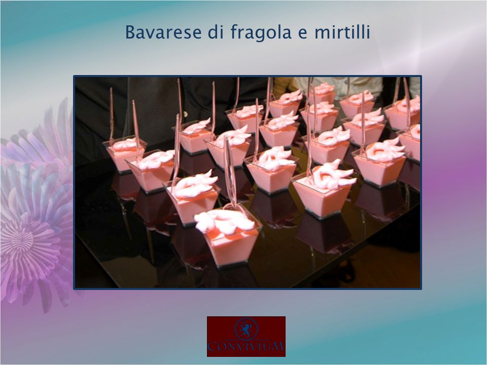 Bavarese di fragola e mirtilli