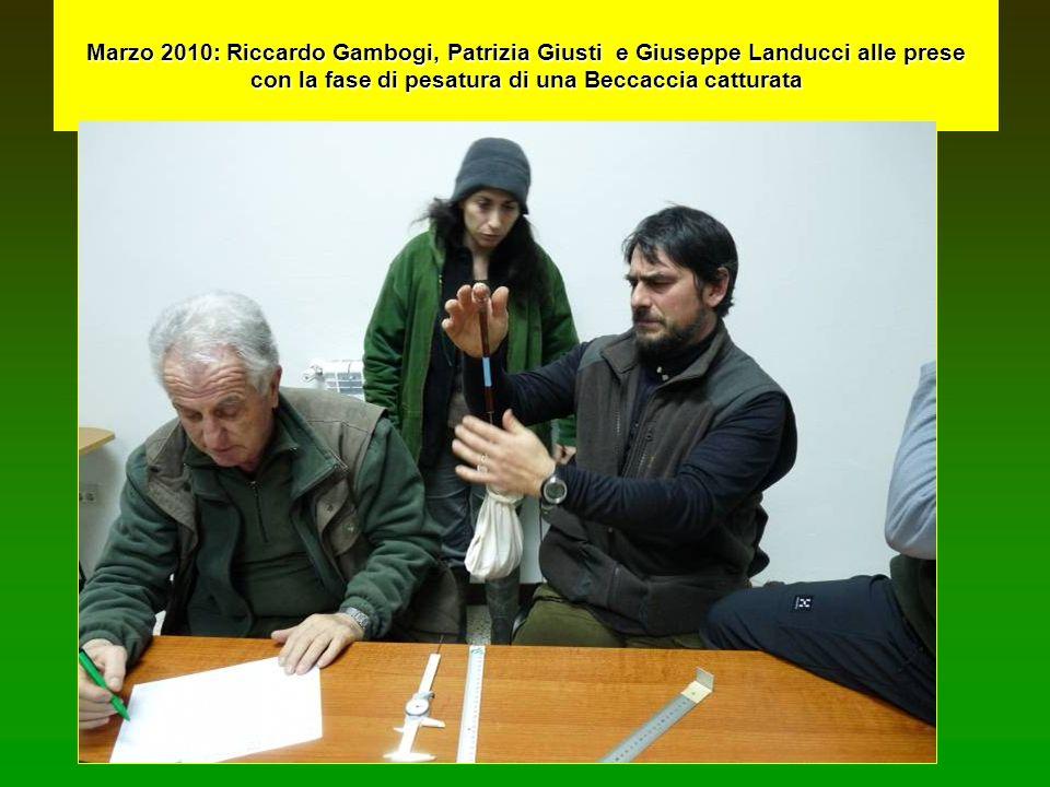 Marzo 2010: Riccardo Gambogi, Patrizia Giusti e Giuseppe Landucci alle prese con la fase di pesatura di una Beccaccia catturata