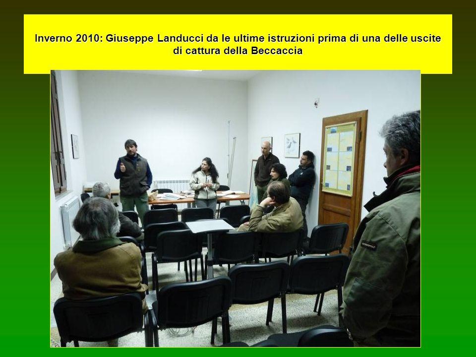 Inverno 2010: Giuseppe Landucci da le ultime istruzioni prima di una delle uscite di cattura della Beccaccia