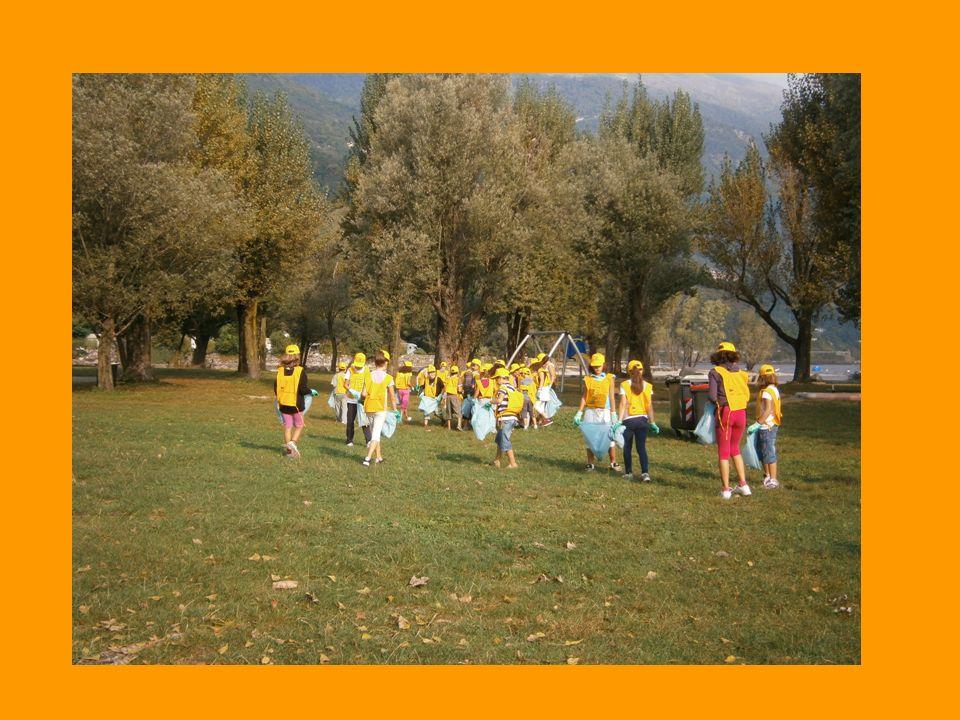 Noi bambini di classe quarta, venerdì 9/10, abbiamo partecipato al progetto Puliamo il mondo.