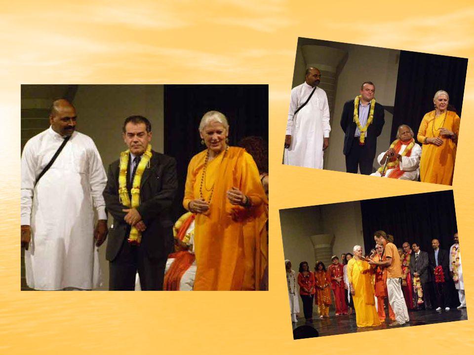 Venerdì, 2 OTTOBRE 2009 Accensione dellIndian Light da parte delle autorità ufficiali indiane e italiane presenti.