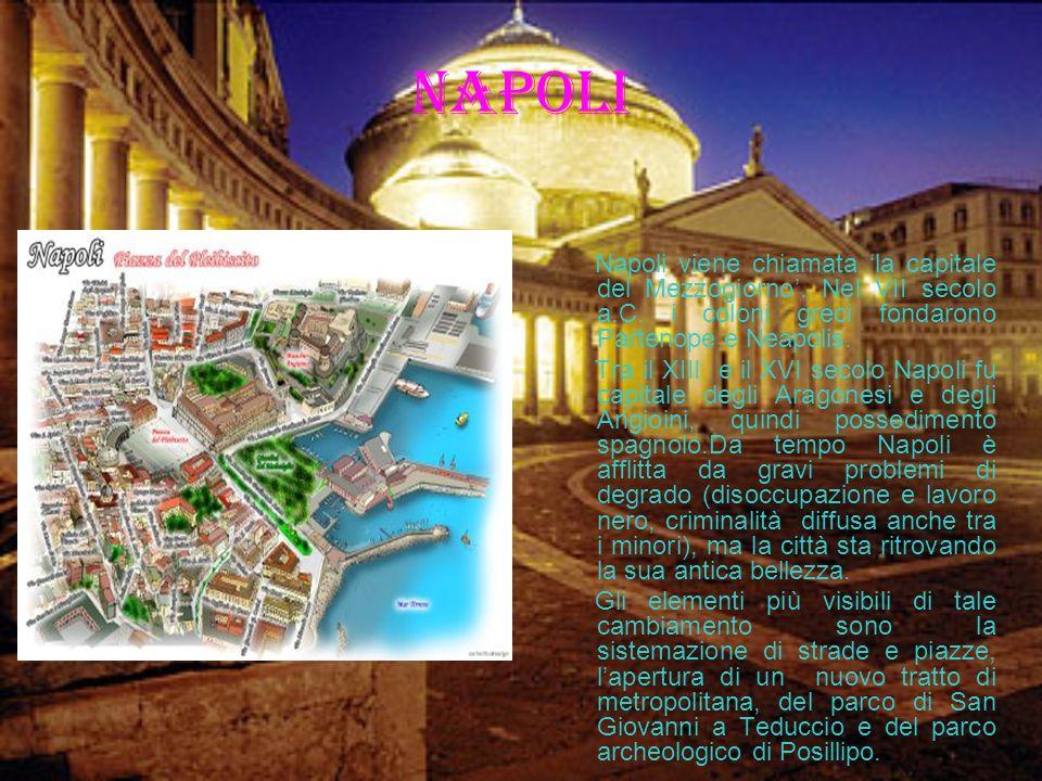 Il Duomo Piazza del Duomo è la piazza principale di Milano, è il centro vitale della metropoli.