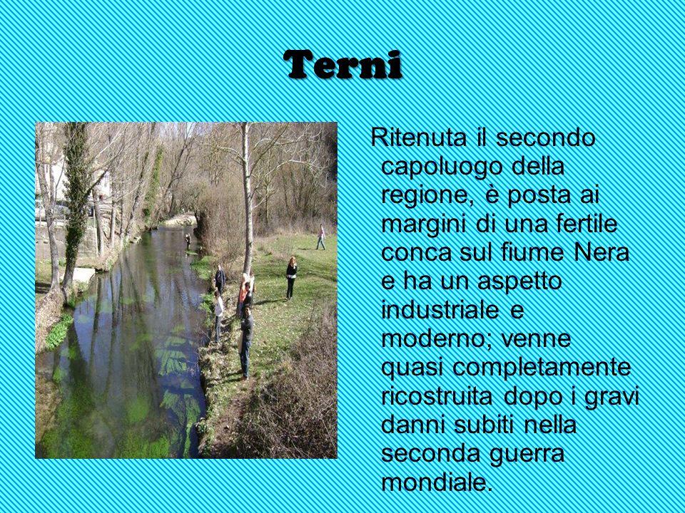 Perugia Capoluogo della regione, di antiche origini, sorta sulle pendici di un colle che domina la val Tiberina, conserva un bel centro storico mediev