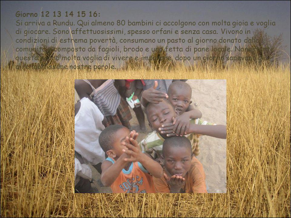 Giorno 12 13 14 15 16: Si arriva a Rundu. Qui almeno 80 bambini ci accolgono con molta gioia e voglia di giocare. Sono affettuosissimi, spesso orfani