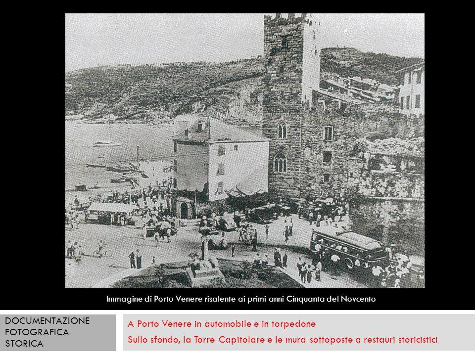 A Porto Venere in automobile e in torpedone Sullo sfondo, la Torre Capitolare e le mura sottoposte a restauri storicistici Immagine di Porto Venere ri