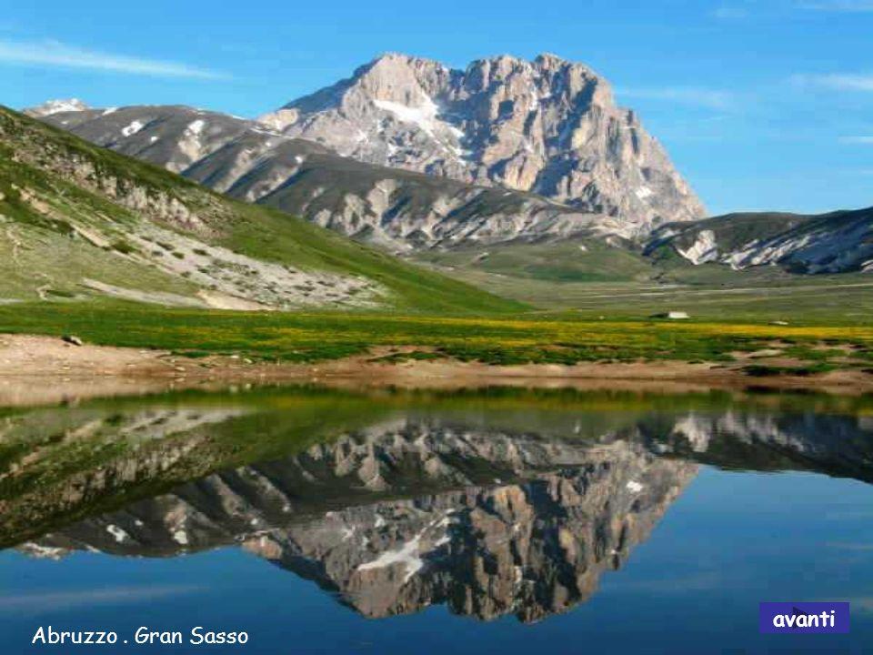 Abruzzo: Fortezza di Rocca Calascio – monti della Laga avanti