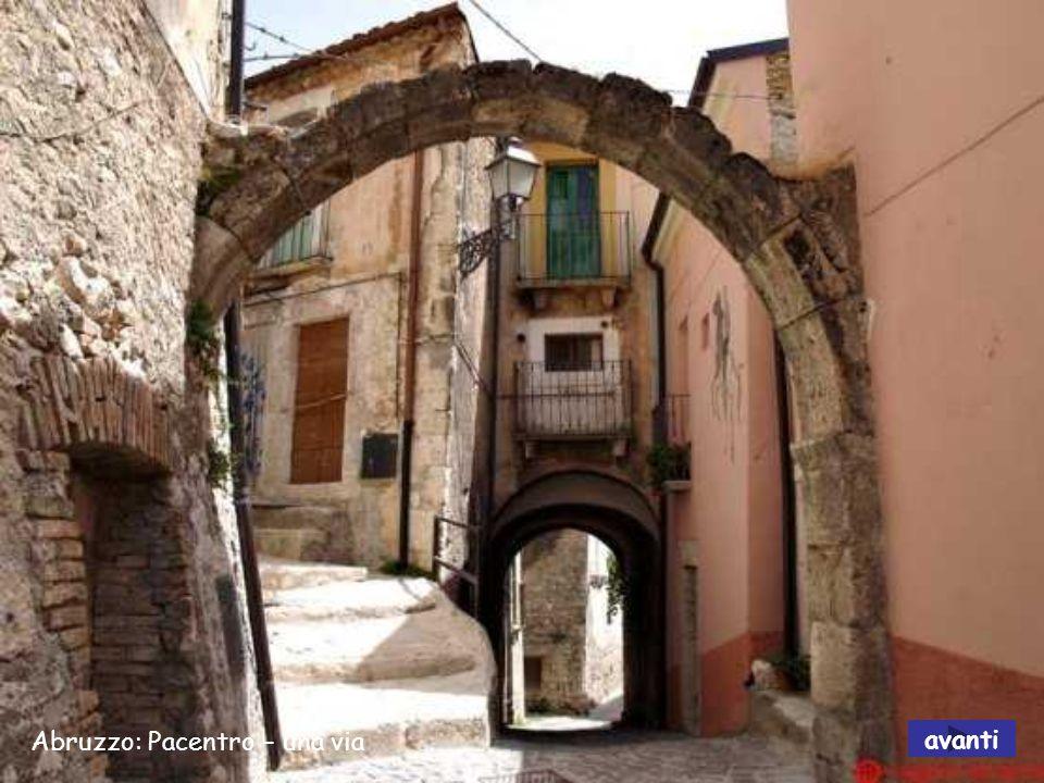 Abruzzo: Pacentro e castello normanno avanti