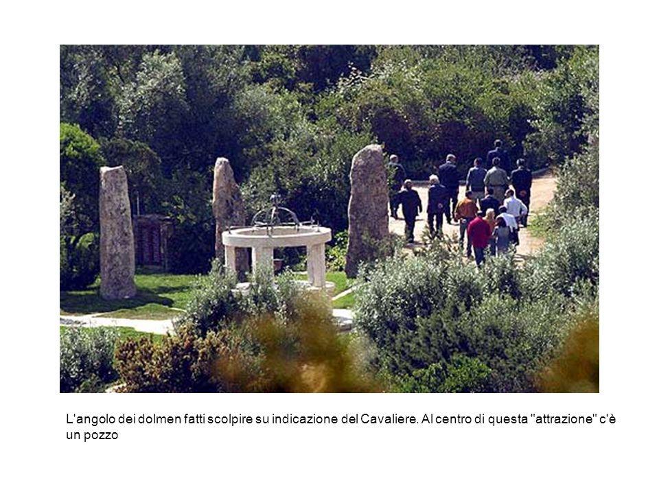 L'angolo dei dolmen fatti scolpire su indicazione del Cavaliere. Al centro di questa