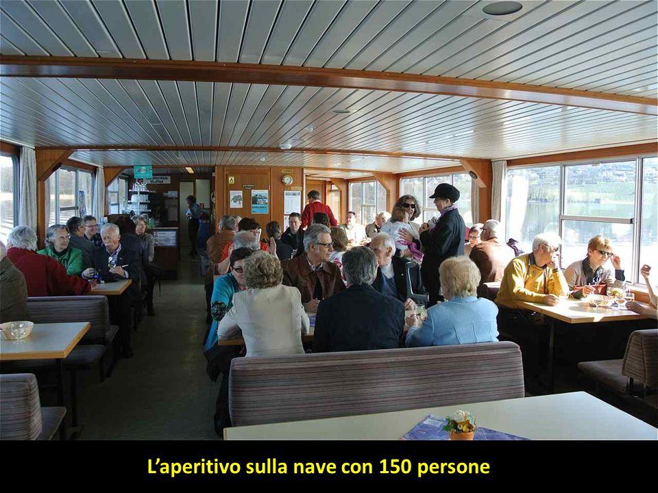 Laperitivo sulla nave con 150 persone