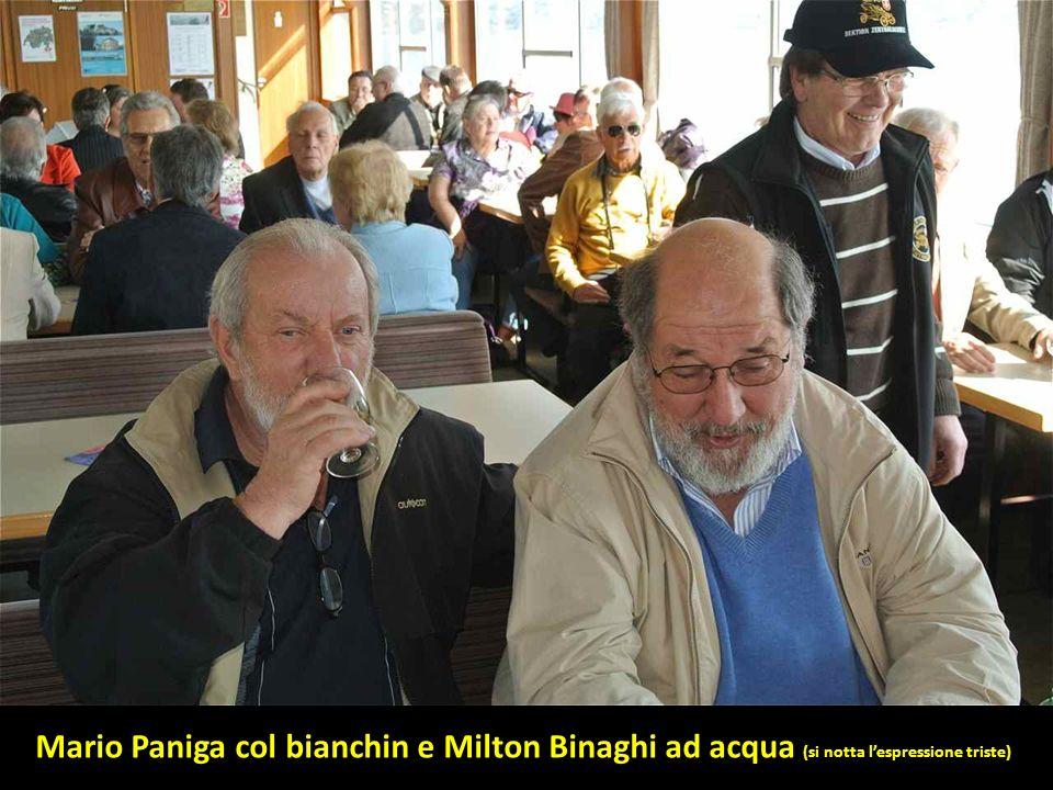 Mario Paniga col bianchin e Milton Binaghi ad acqua (si notta lespressione triste)