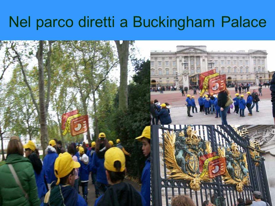 Nel parco diretti a Buckingham Palace