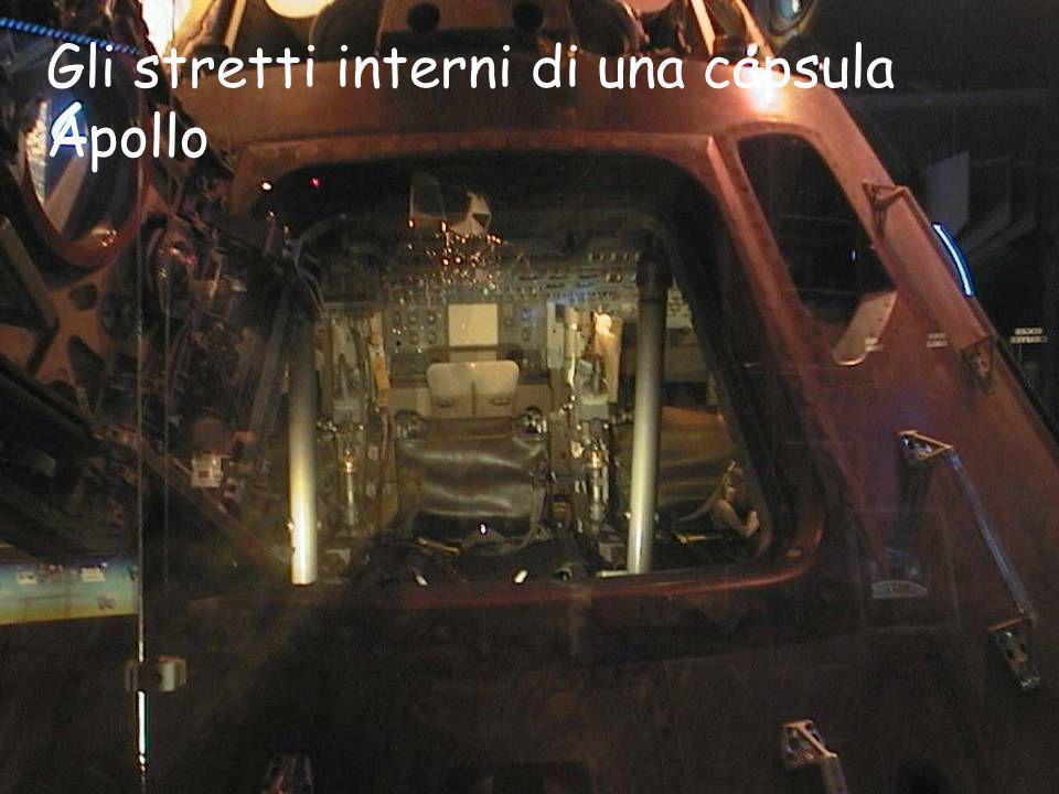 Gli stretti interni di una capsula Apollo